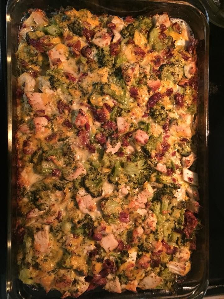 """This delicious keto diet, low carb chicken bacon ranch casserole was shared by Sophia Denniston! So much flavor without the carbs! Ingredients: 3-4 chicken breasts Package of bacon 1 Broccoli head 1 Cup ranch dressing 2 Cups cheddar cheese 1/2 cup heavy cream Sazon Garlic powder Salt/Pepper """"I cooked a package of chicken breast and …"""