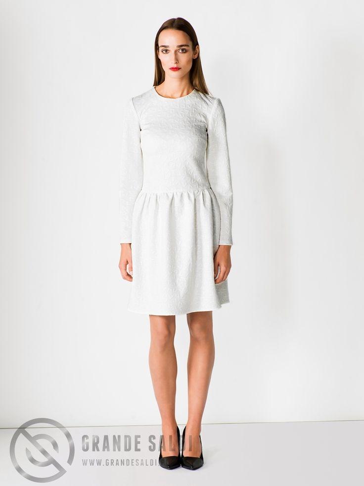 Prosta sukienka z sercami dostępna w sklepie internetowym GrandeSaldi.