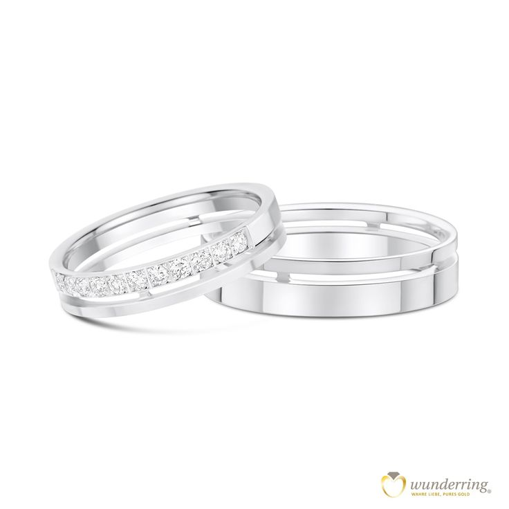 Die Eheringe Tokinivae haben ein Design mit besonderem Effekt: Am Finger wirken sie wie doppelte Ringe und halten doch fest zusammen. Den Damenring zieren 18 Diamanten. 750er /18 Karat Weißgold. Von wunderring® €1650  #Diamantring #Hochzeit
