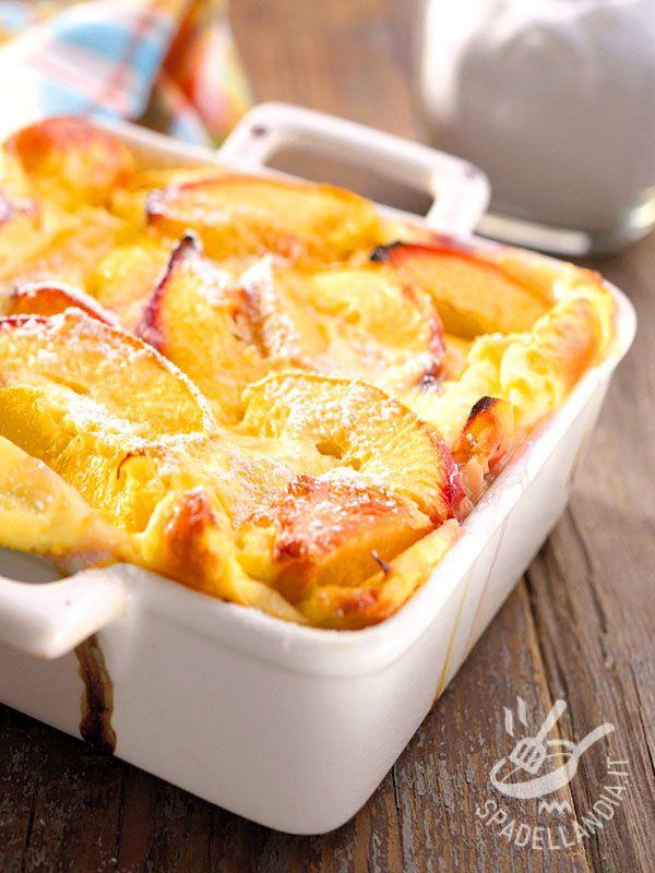 Il Clafoutis di pesche: frutta fresca, uova, zucchero, latte… e tanto sapore. Un dolce genuino e fresco ideale per completare un pasto con dolcezza.