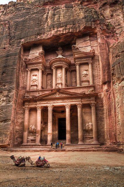 Fachada de El Tesoro, el edificio principal de Petra. Jordania.