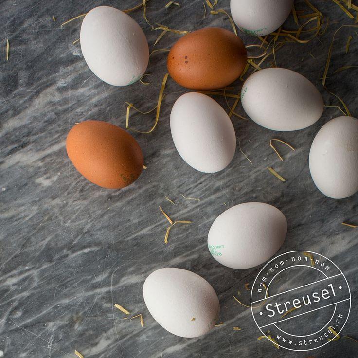 Wie lange kann ich Eier im Kühlschrank oder ungekühlt lagern? Wie lange ist offenes Eigelb / Eiweiss im haltbar? Tipps von einer Bäckerin / Konditorin.