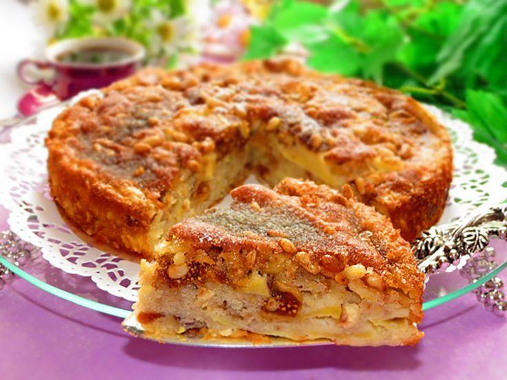 """""""Cine mănâncă un măr pe zi, ține medicul departe!"""". Și dacă merele proaspete și aromate devin plictisitoare – puteți pregăti mereu altceva. Prăjituri cu mere, ștrudel, șarlotă – sunt deserturi clasice, dar tortul este ceva deosebit. Vă oferim un desert italian, care reprezintă specialitatea casei gospodinelor siciliene. Acestea pregătesc tortul din mere suculente dulci-acrișoare. În …"""