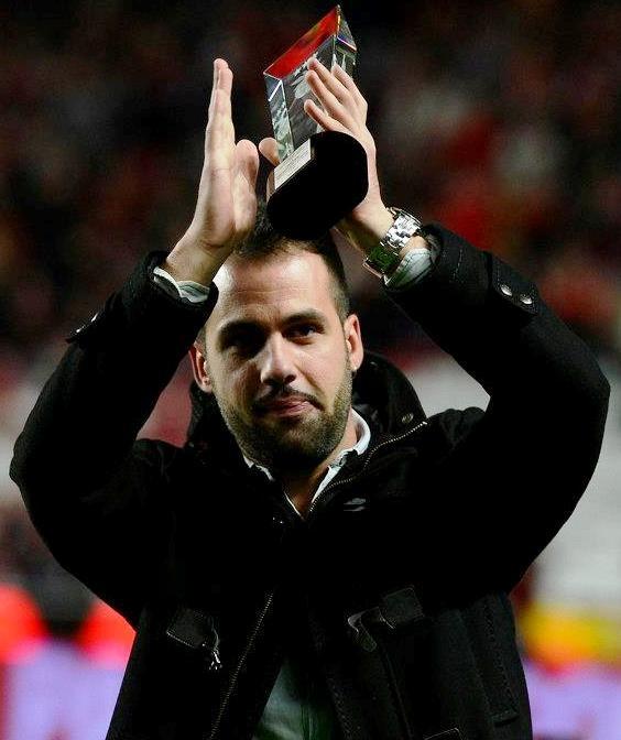 Fábio Faria, jogador do SL e Benfica homenageado no Estádio da Luz. Jogador de 23 anos teve que abandonar o futebol devido a problemas cardiacos.