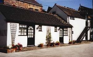 The Green Man, situated two minutes walk from Leek town centre. Convenient for Alton Towers, Peak District and Potteries. High standard of accommodation in separate annexe. All rooms en-suite.