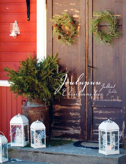 Julstämning vid ytterdörren. Lyktor från Pentik.