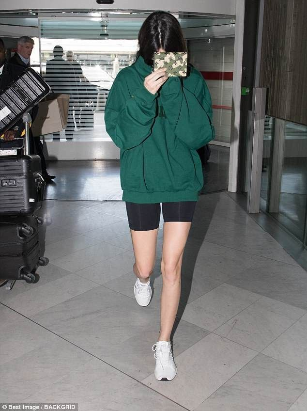 Kendall Jenner looks sporty in skimpy cycling shorts in Paris - Outfits - #Cycli... -  #Cycli...
