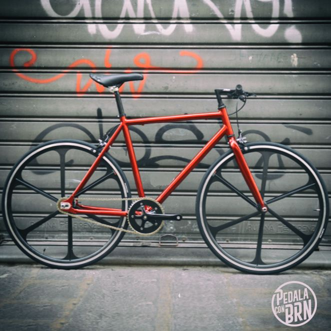 #baaw #inspired #bikedesign #cyclegram #cycle #cycling #roadie #fixies #fixedgear #singlespeed #instacycle #urban #street #tag #murales #brn #streetstyle #fixed MORE BIKES ON WWW.BRN.IT