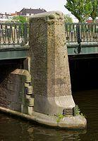 De P.L. Kramerbrug (brug nr. 400, in de volksmond Pieter Kramerbrug) is een vaste brug in de Amsteldijk over het Amstelkanaal in Amsterdam-Zuid. De brug is vernoemd naar zijn architect, Pieter Lodewijk Kramer, die, naast deze, enkele honderden andere bruggen in Amsterdam ontworpen heeft. De brug is uitgevoerd in weelderige baksteenmotieven in de stijl van de Amsterdamse School. 1917. lijst monumenten.