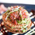 Esta rica receta de Tostadas de Atún Fresco y Aguacate es una fusión entre la comida mexicana y la asiatica.
