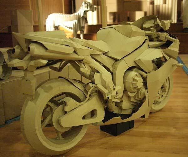 Cardboard Yamaha R1.