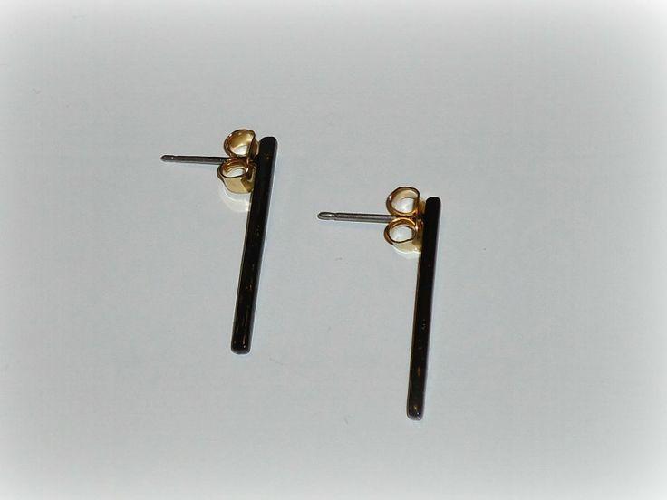 DIY Oorringen pimpen met nagellak, in dit geval van goud naar zwart!