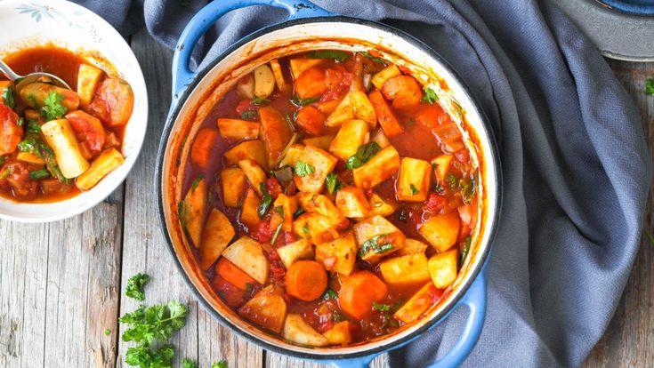 Dette er en enkel rett som er proppfull av masse deilige rotgrønnsaker. Med andre ord en perfekt hverdagsgryte på vinteren. Bruk de grønnsakene du har i kjøleskapet, så får du tatt en liten opprydding. Server gjerne med en deilig, hjemmelaget potetstappe.