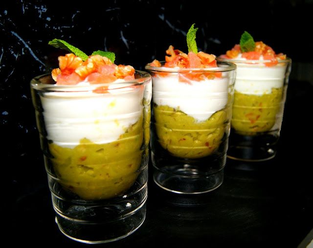 Vasitos de guacamole, queso fresco y salmon ahumado guacamole and white cheese. In Spanish but pics are clear enough,