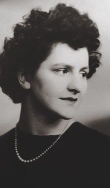 Women spies in the second world war: Rozanne Colchester, now 89, a code breaker during the war and postwar MI6 agent. Photo when she was 17 in WWII.