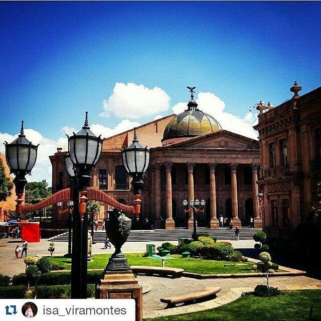 Una hermosa postal de una hermosa ciudad #Repost @isa_viramontes with @repostapp  Teatro de la paz.... Plaza del Carmen SLP.  #theater #art #instaart #instaarchitecture #instaplace #architecturelovers #architectureporn #architecture #colors #colorfull #colorexplosion #bluesky #skyporn #lovesky #lovephotography   #architexture #geometry #instalike #like4like #likeforlike #likeback #followback #followforfollow #likesreturned #followme #likesforlikes #october #octoberphotochallenge #2015년