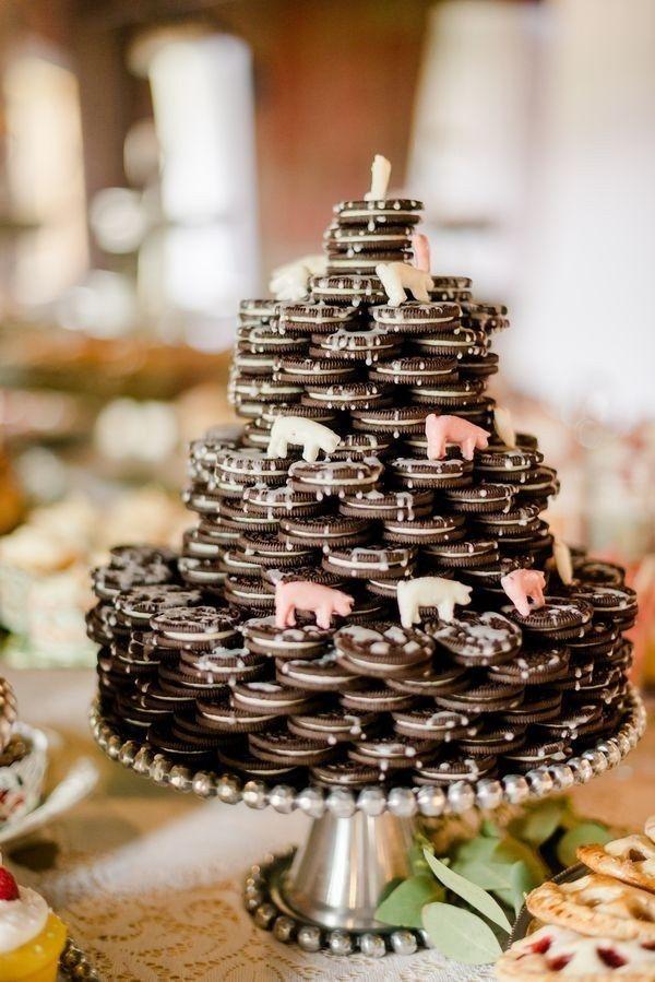 <b>Podrías servir un anticuado pastel de bodas de 7 pisos, OOO podrías servir whisky y Choco Tacos.</b>
