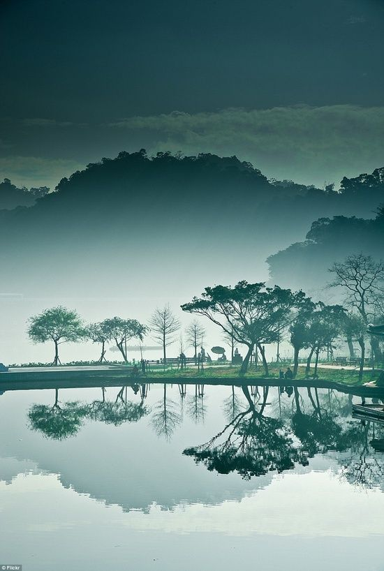 Mist at DaHu park, Taipei