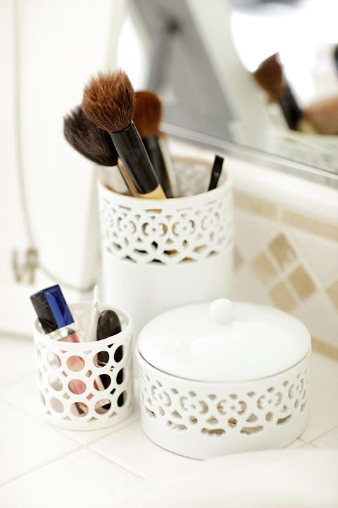adorable containers.  I have a thing for white glassware.: Idea, Clean, Brushes Holders, Makeup Storage, Makeup Brushes, Makeup Bags, Makeup Organizations, Makeup Holders, Make Up Brushes