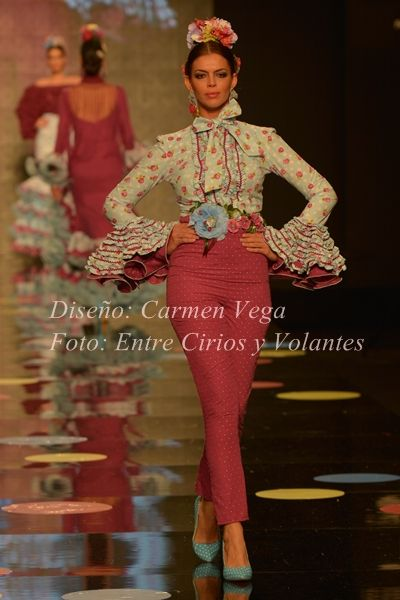 Moda Flamenca por Claudia Alfaro vía Entre Cirios y Volantes.