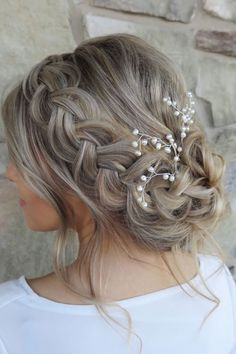 This romantic beach wedding updo is stunning! This braided updo would work for any hair length - long, medium, or short!