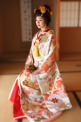 Uchikake for traditional wedding.. Make me wanna give up dress and do them in Japanese style..!