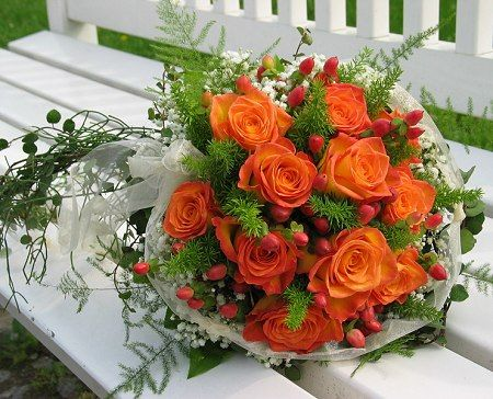 I love all flowers, and roses are not my faves, but Orange roses are my favorite kind of rose. They are so cheerful and I smile just looking at them.        Google Image Result for http://2.bp.blogspot.com/-tZz0HARcZVo/UEWbpAIKNeI/AAAAAAAAASk/LywTtSQ1-1o/s1600/1.jpgBridal Bouquets, Orange Wedding, Wedding Bouquets, Colors, Rose Bouquets, Orange Rose, Wedding Flower, Fall Wedding, Bouquets Flower