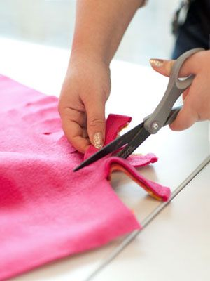 No Sew Fleece Blanket (bring some comfort to those twin size extra longs for your friends)