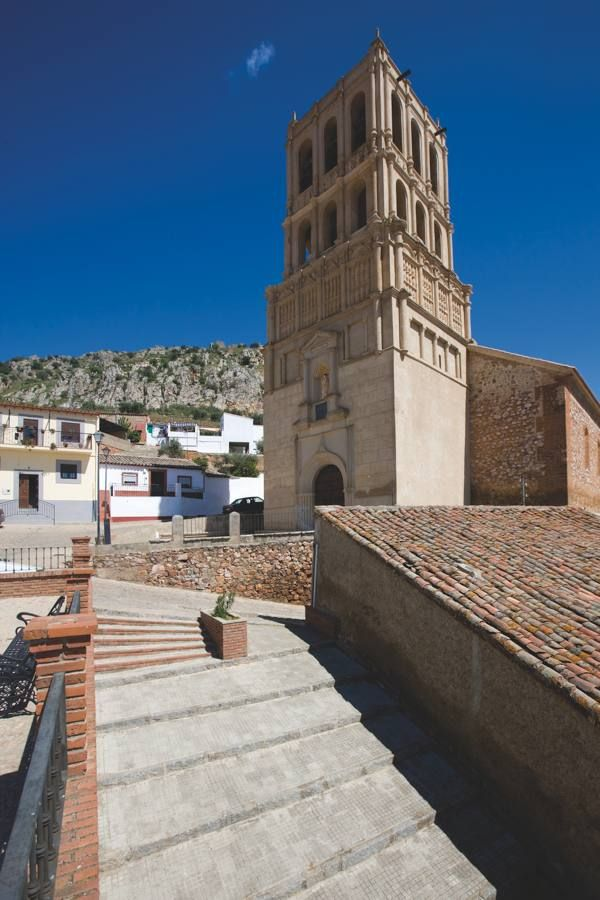 Bellísima es la iglesia de la Purísima Concepción de Hornachos, probablemente el mejor ejemplo de estilo mudéjar de Extremadura.