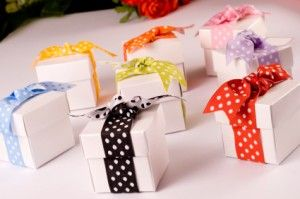 Unique diy wedding favor boxes wrapped in polka dot ribbon. #wedding #favor #boxes #polka #dot view more  WeddingMuseum.com http://www.weddingmuseum.com/weddingblog/: Ideas, Polka Dots Wedding, Wedding Favors, Weddings, Unique Wedding, Favors Boxes, Parties Gifts, Wedding Favours, Bridal Shower Favors