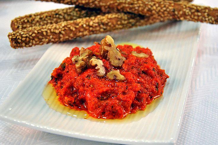 Πικάντικο ντιπ με πιπεριές Φλωρίνης και Κριτσίνια Μακεδονικά ολικής άλεσης