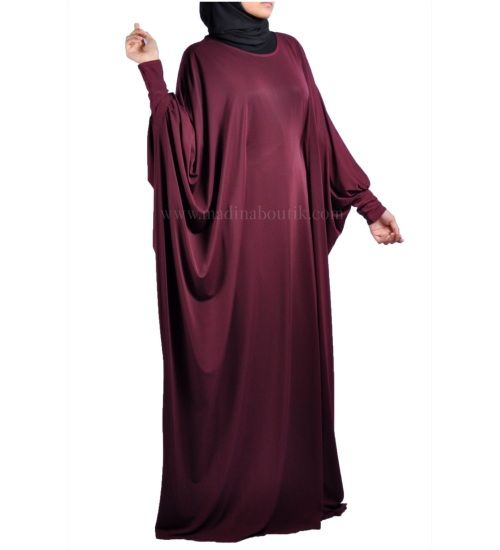 Beautiful butterfly abaya with bat-wing sleeves  made of very nice light and easy Lycra , loose and wont stick o the body . The abaya has a hidden belt inside to fit you perfectly One  size  will fit   any one   from 56 inch ( with hills )  to 60  For perfect fitting from 50 to 58  , From S  to XXL .