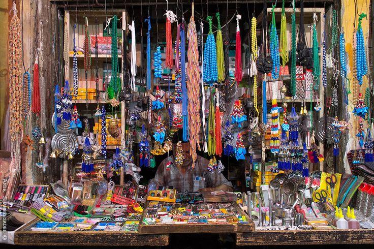 #مغازه ای خوش آب و #رنگ درون #بازاروکیل #شیراز  #Colorful #shop inside the #vakil #bazaar in #iran #shiraz  #photo by: amir shanbehzadeh