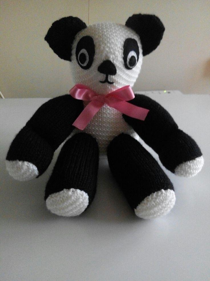 Knitted Panda. 2017.