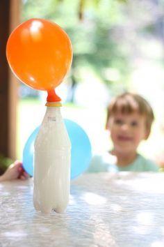 Como toda criança é um pequeno cientista que tal se você fizer experimentos científicos em casa com os pequenos?