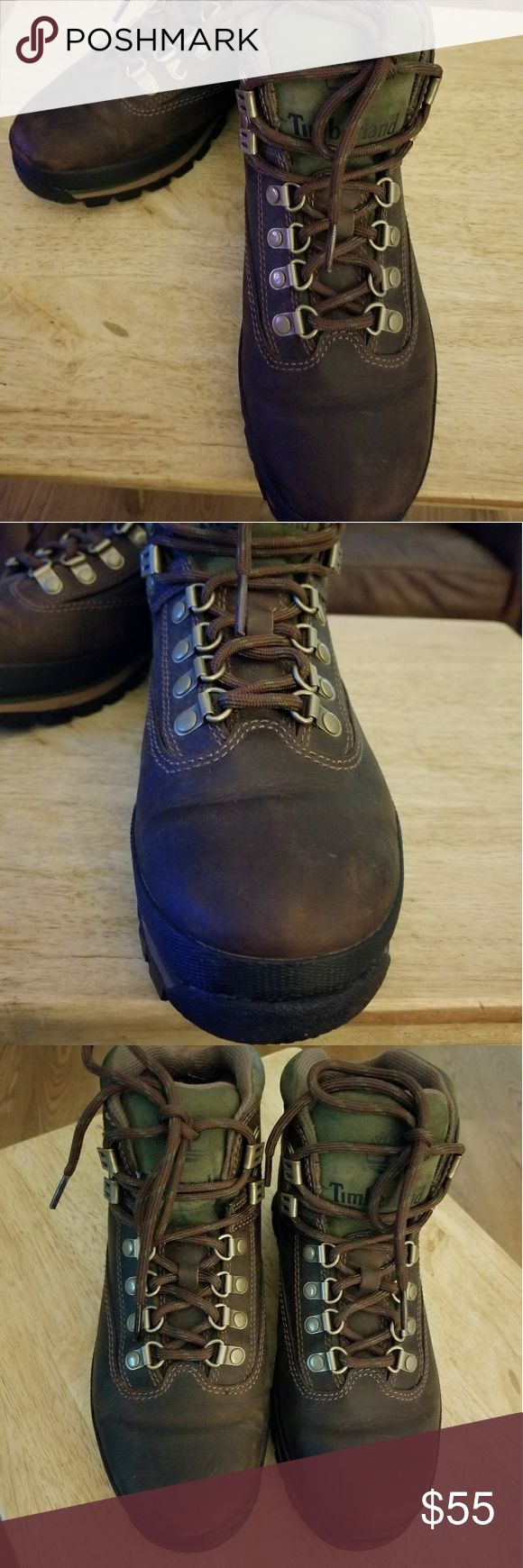 Timberland Women's hiking boot (7) Size 7 U.S. Women's  In really great condition.  No run down soles.   Excellent condition.    Brown leather and olive green tongue. Timberland Shoes Winter & Rain Boots