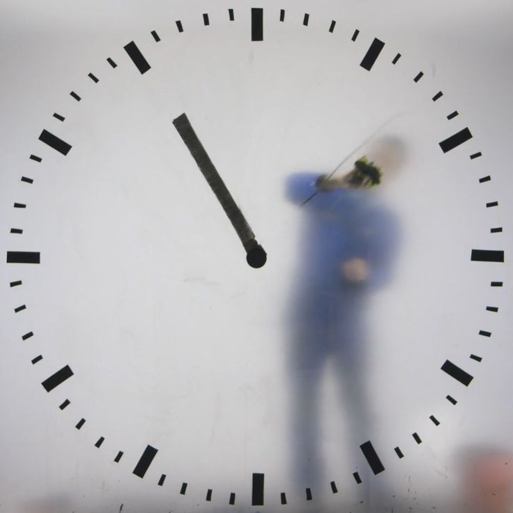 REAL TIME CLOCK - HYPER-REALISTIC REPRESENTATION BY MAARTEN BAAS