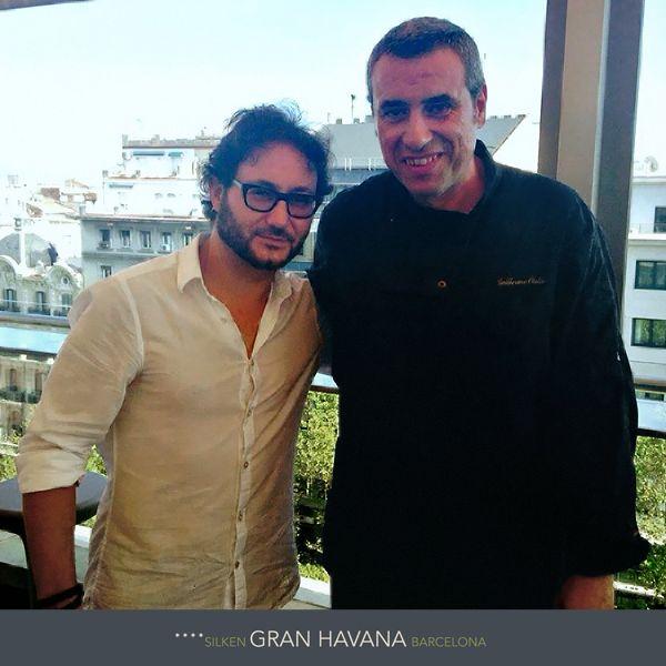 Carlos Santos, periodista y actor de televisión, vino a comer con nosotros en el PoolUp del Gran Hotel Havana en Barcelona. En la foto junto al chef Guillermo Olalla. http://www.hoteles-silken.com/hoteles/gran-hotel-havana-barcelona/