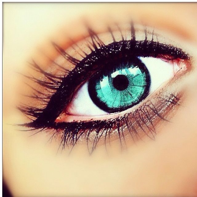 I want color contacts that are this color! :)