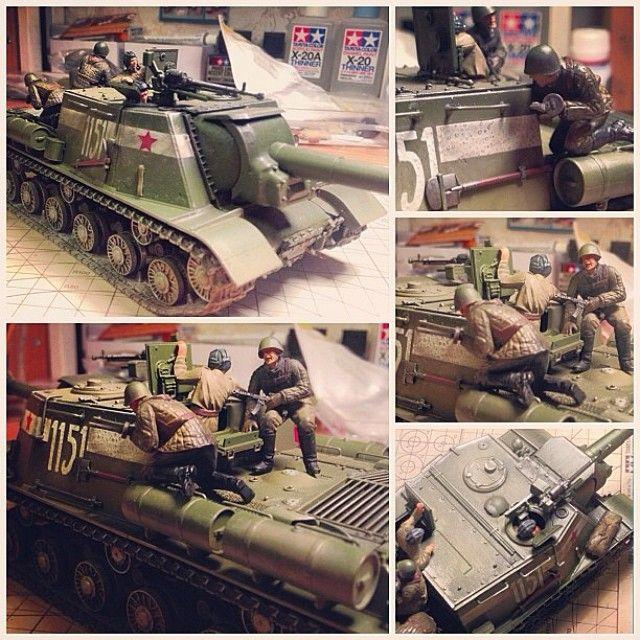 Советская ПТ-САУ ИСУ 152. Производство Tamiya. В диораме дополнительно использованы два набора советской пехоты, пигменты и имитация жидкости Tamiya.