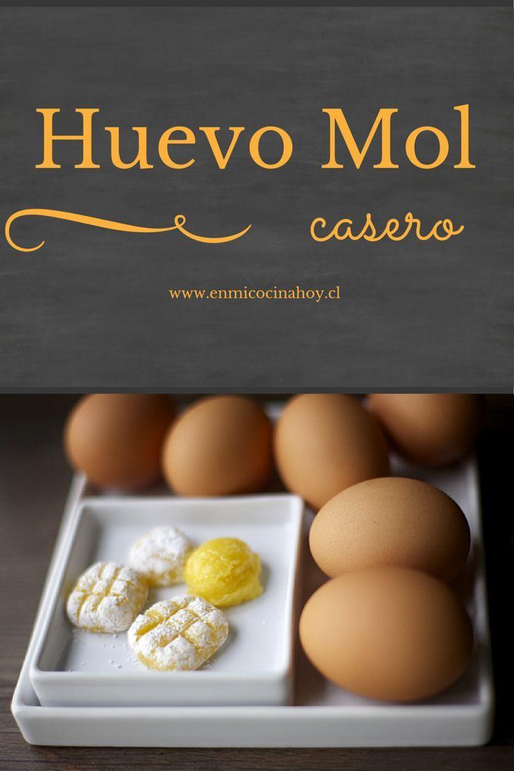 El huevo mol es un dulce muy antiguo, se preparaba en los conventos en el Chile colonial. Los pasteles de manjar huevo mol son de mis favoritos.