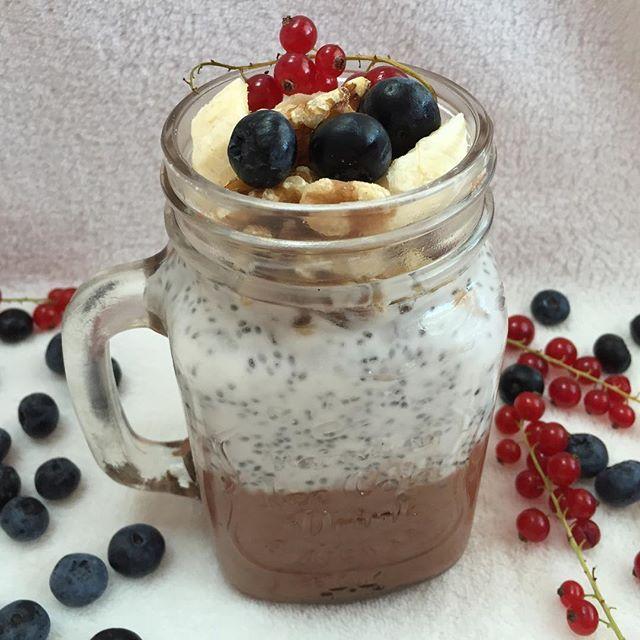Drugi posiłek 💕 Rano mam wiekszą ochotę na słodkie 😺 🍫 KAKAOWY PUDDING CHIA 🍫 Od dołu warstwa pierwsza : ✔️mleczko kokosowe ✔️kakao ✔️stewia 🙌🏼 Warstwa druga : ✔️mleczko kokosowe ✔️nasiona chia @purerein🌱 Warstwa trzecia : ✔️orzechy włoskie ✔️banan ✔️owoce leśne 🍌🍇 Szaleństwo! 😍 Love it! 💓 #pudding #chocolate #coconut #smoothie #eatclean #eatfit #eatforabs #bodybuilding #zdrowo #dieta #motivation #inspiration #foodstagram #foodgasm #foodblogger #foodporn #foodlover #czystamicha…