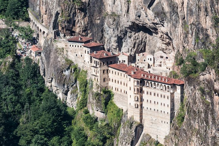The Sümela Manastırı is a Greek Orthodox monastery that's located within the Pontic Mountains in the Maçka district of Trabzon in Turkey. Dedicated to the Virgin Mary, the monastery is quite an unbelievable sight, nestled deep within a steep cliff at an altitude of around 1,200 meters.