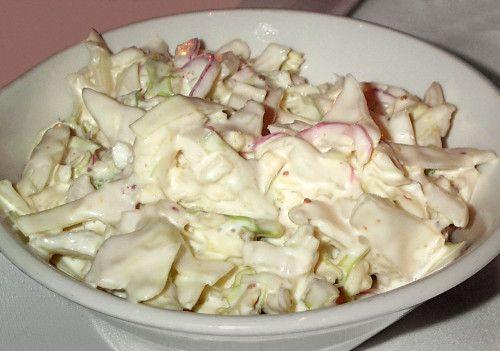 A húsos ételek mellé is tálalhatjuk, de annyira finom, hogy akár önmagában, pirítóssal is fogyaszthatjuk! Képtelenség megunni ezt az ízt!  Hozzávalók:  1 fej káposzta (kb.…