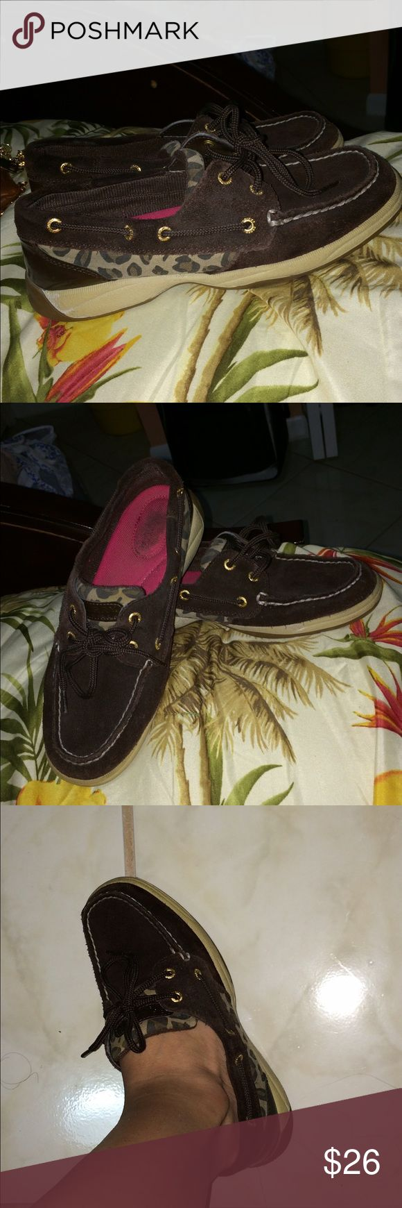 Woman Sperry size 6 with leopard print Leopard Sperry size 6 worn a handful of time very comfortable shoes. You can only see wear at the bottom as you can see. No longer using this shoes and its occupying space in my closet asking for $26 every offer will be consider Sperry Top-Sider Shoes Flats & Loafers
