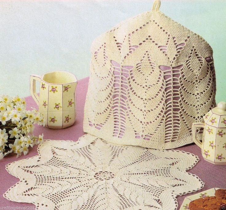 VINTAGE LINED TEAPOT COSY & MATCHING DOILEY LACY DELICATE RARE CROCHET PATTERN