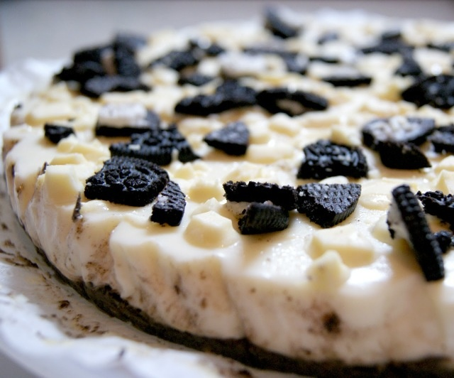 White chocolat & oreo Chessecake http://vidacal-kitchen.blogspot.com.es/2012/12/white-chocolate-oreo-cheesecake.html?m=1