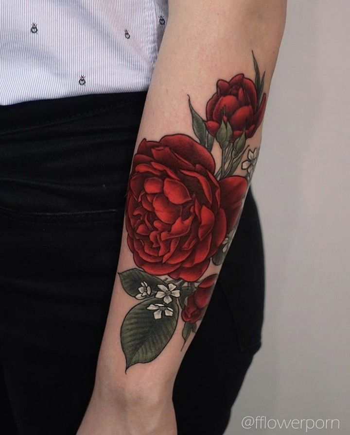 Pin By Florencia Bustamante On Fashion Red Rose Tattoo Red Flower Tattoos Floral Tattoo Sleeve
