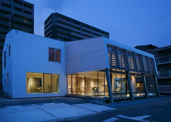 Japanese Multi-Purpose Building With an Imposing Architecture