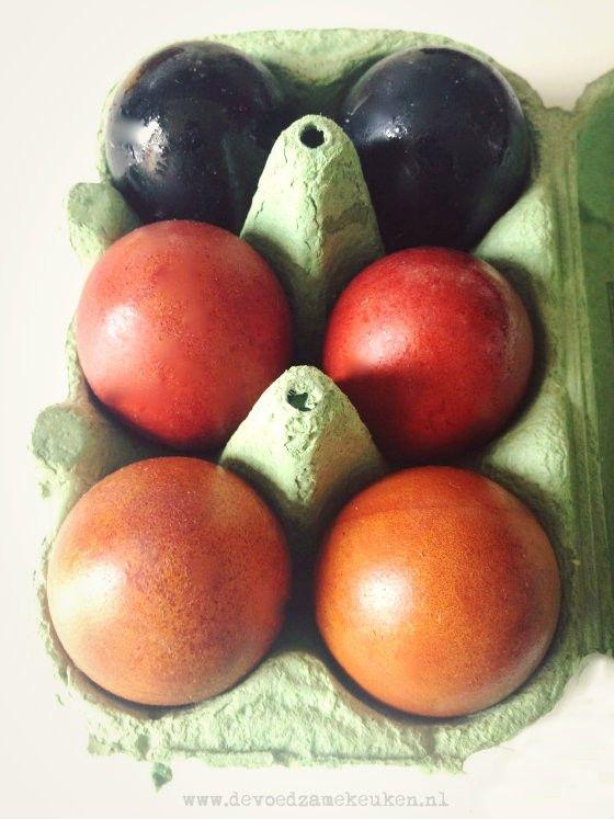 Natuurlijk geverfde eieren